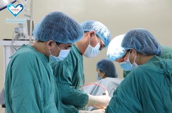 Phẫu thuật bóc thành công khối u nặng 4kg khỏi cơ thể bệnh nhân