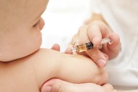 Vì sao cần tiêm vắc xin cho trẻ và có rủi ro gì khi tiêm không?